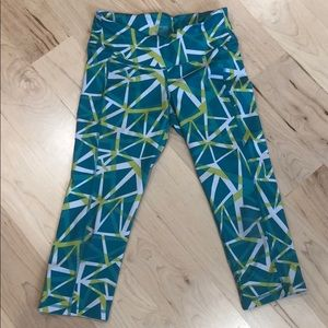 Old Navy Active Capri Leggings